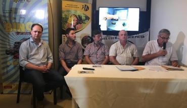Mesa de conferencia en la Firma de convenio marco entre Mutual de Pilar e Independiente de Rafaela